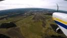 Timmele flygfält kommer upp bakom den lilla skogsdungen till vänster i bilden