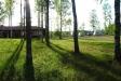 Campingen ligger naturskönt precis ovanför en sjö.