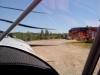 Taxar in mot hangaren.