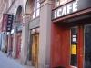 Utanför teater och cafe Giljotin.