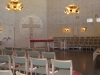 "Bakom det fristående altaret finns en stor väggmosaik ""Ljusests kors"""