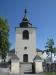 Predikstolen och den krucifixkrönta altaruppsatsen är båda från 1600-talet