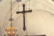 Kyrkan har en mängd begravningsvapen.