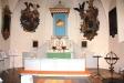 Den nuvarande predikstolen har en ovanlig placering  ovanför altaret.