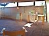 Altaret från entrén.