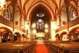 altaret och dopfunten.