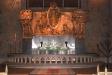 Kyrkogången fram emot altaret.