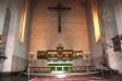 Altaret och krucifixet.