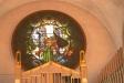 Orgelläktarens glasmålning av Olle Hjortzberg.