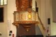 predikstolen och altartavlan.