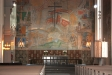 Altaret med det dominerade konstverket av Einar Forseth.