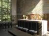 Det fristående altaret av marmor och kalksten är ritad av Adrian Langendal Augusti 2010