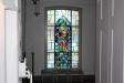Glasfönstret i dopkapellet är gjord av Einar Forseth.