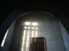 Ljuset silas och bildar tre kors på korväggen.Det var tänkt så innan Forseths glasmosaik kom dit.