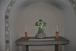 I nedervåningens lillkyrka ett fint litet kors av José Samson