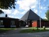 Kyrkan är helt byggd i trä som rödmålats