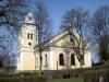 Kyrkan är orienterad i nord-sydlig riktning.