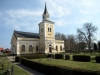 Straxt norr om Älmsta ligger kyrkan