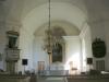 Ett par magnifika ljusstakar flankerar altarringen