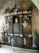 Koret med dopfunten och altarskåpet