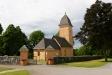 Yttergrans kyrkas klocktorn vid parkeringsplatsen