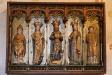 Så Pictor! Maria med sex ivriga änglar flankeras av två apliknande figurer.