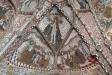 En av de vackra gamla ljusstakarna vid altaret.