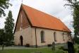 Giresta kyrka från parkeringsplatsen