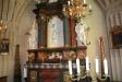 Altaret och altaruppsatsen från 1734 är ståtligt.
