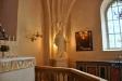 Thorvaldsens Kristusbild har fått flytta in till  höger om altaret