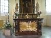 Det vackra altaret med smakfullt arrangemang