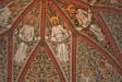 Taket i koret med sina vackra målningar.