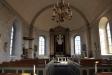 Den medeltida dopfunten (1200-tal) står i koret