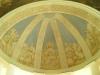 Hjälmvalvet ovanför altaret är målat i milda färger