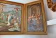 Ett stort skåp i korsarmen omöjliggör att fånga hela altarskåpet i en bild..