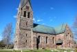 Huvudingången mot en enormt hög kyrka