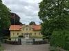 Den tidigare byskolan mittemot kyrkan är nu församlingshem