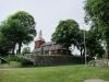 Altaret är gjort av sandsten på 1300-talet. Klockan i altartavlan är byggd 1750 i Jönköping.