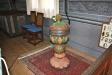 Dopfunten av furu och tillverkad före år 1777.