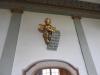 Ängel ovanför sakristians dörr.