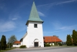 Kyrkan från kyrkbacken.