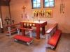 Altaregruppen är helt byggd i trä.