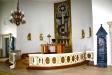 Till vänster om altaret står en kororgel.