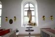 Fram till 1971 var altaret i kyrkan prytt med ett kors av trä