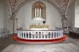 Koret med altaret och altarringen.