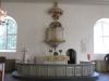 Altaret. Altarpredikstolen är ej i bruk.