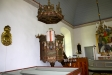 Predikstolen och delar av koret.