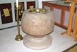 Dopfunten av granit daterad till 1200-talet.