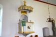 Predikstolen har en fyrkantig korg och är från 1796 av Lars Wennerholm.