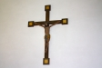 Triumfkrucifix på södra väggen är från 1200-talet.